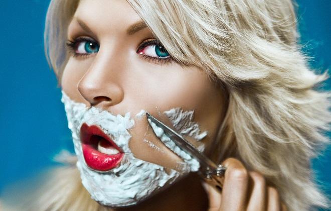 фото девушка бреет