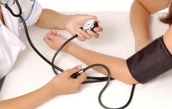 Измерение артериального давления в акушерском отделении