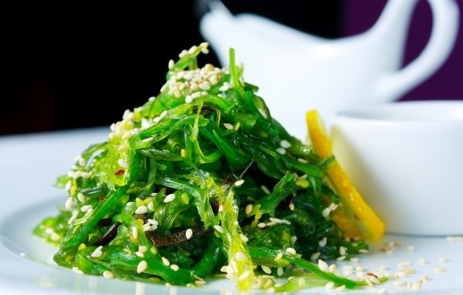 Салат с морской капусты и сезама