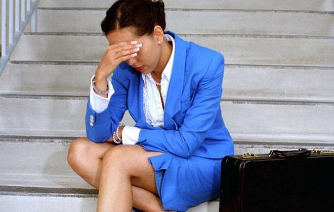 Сильная головная боль у женщины