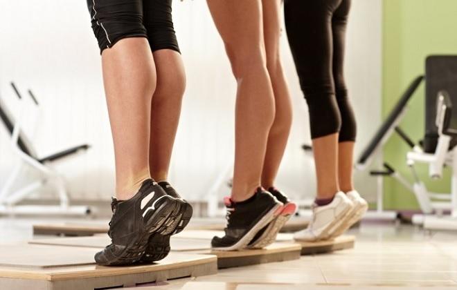 Стойка на носочках для укрепления сосудов ног