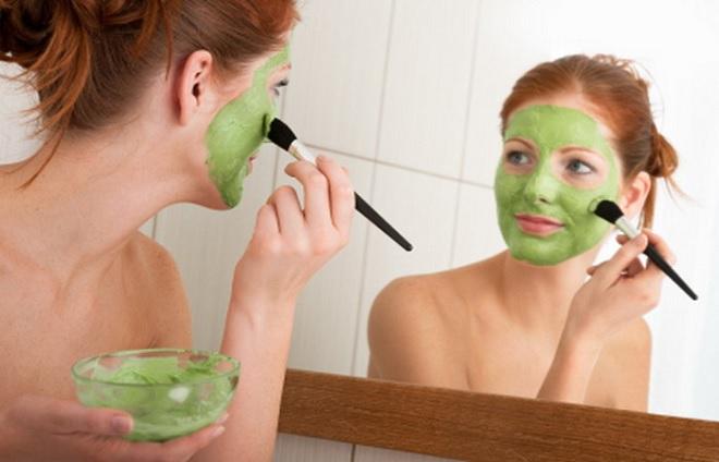 Зеленая крем-маска для лица из авокадо и киви