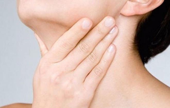 Болит щитовидка у женщины