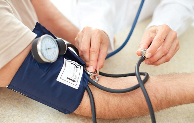 Очень высокое давление у мужчины на приему у кардиолога