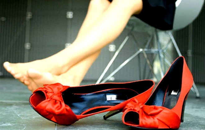 Опухлость ног с варикозом у женщины