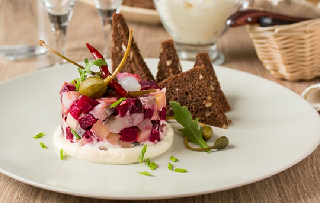 Самый легкий салат сельди под шубой делается за 20 минут