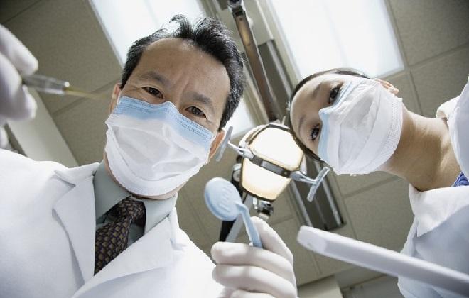 Сколько идет кровь после удаления зуба мудрости и как себе помочь ЗубнойМастер