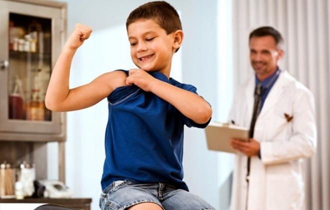 Маленький мальчик на приеме у врача