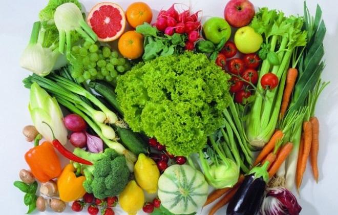 Набор из овощей и фруктов разного цвета